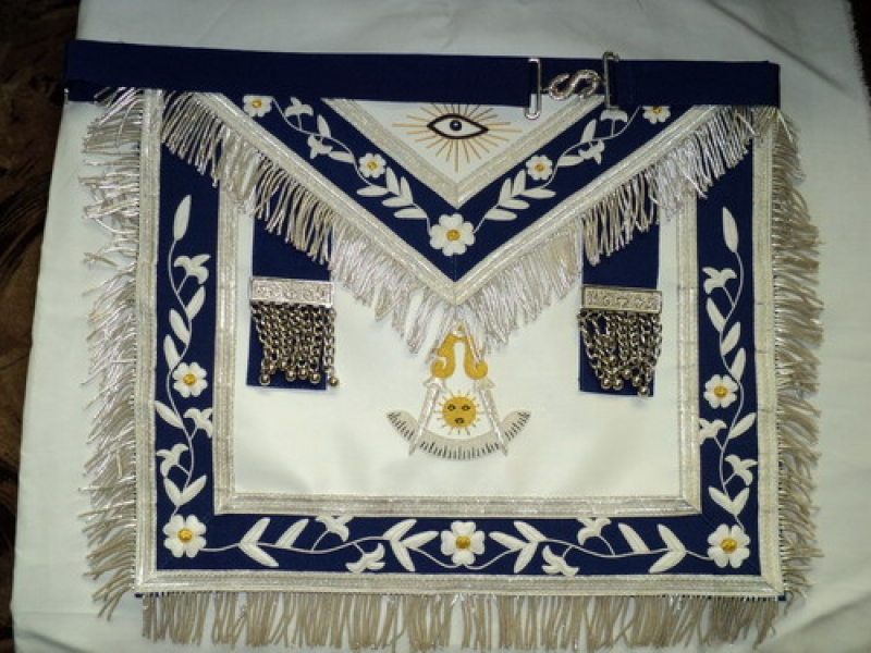 Past Master Masonic Apron 3.jpg